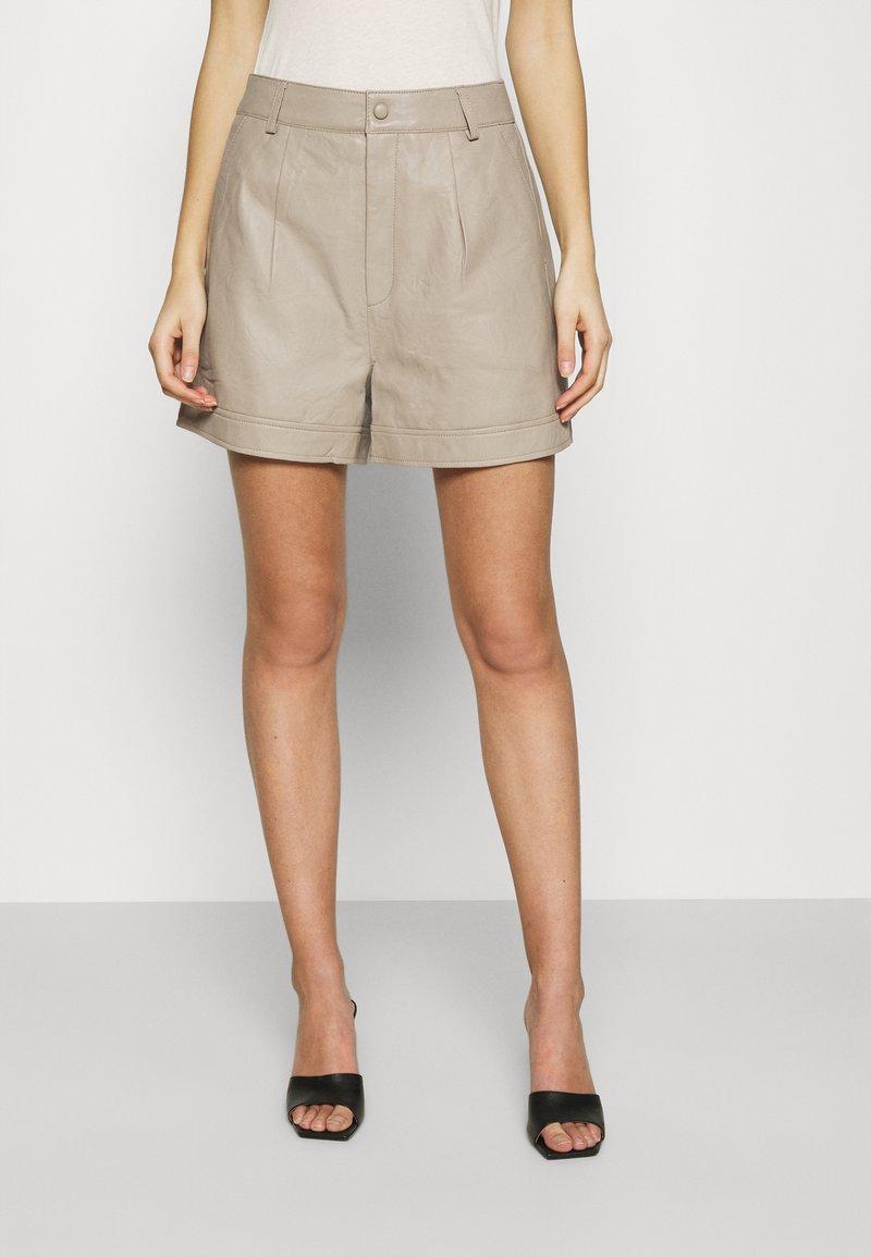 Gestuz - NIOA - Shorts - pure