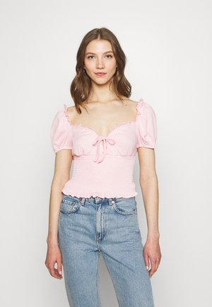 SMOCKED CROP WITH PUFF SHORT SLEEVES - Print T-shirt - baby pink