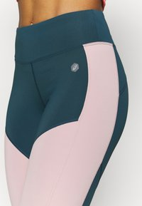 ASICS - COLOR BLOCK CROPPED  - Tights - magnetic blue - 4
