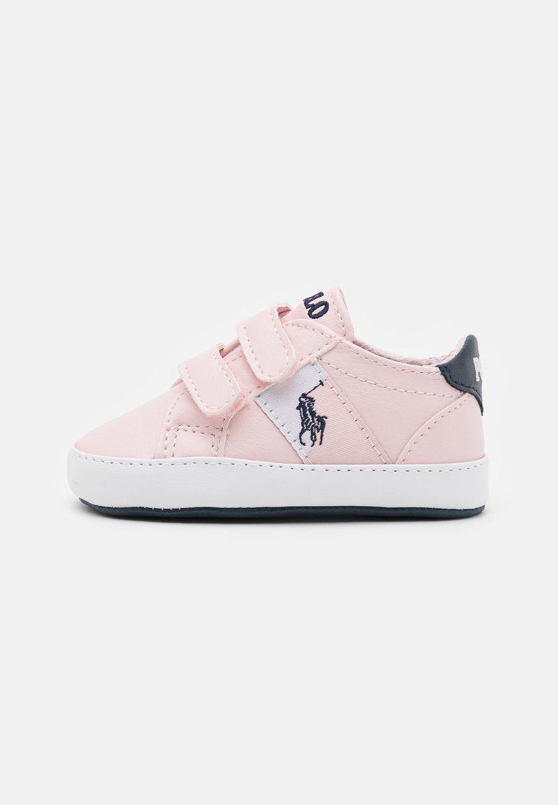 Polo Ralph Lauren - ORMOND LAYETTE - Chaussons pour bébé - light pink/white/navy