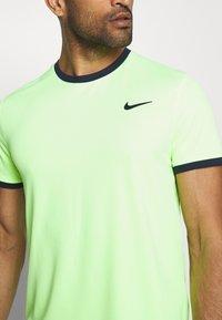 Nike Performance - DRY - T-shirt basic - ghost green/obsidian - 5