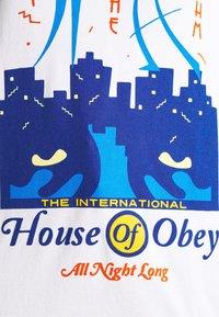 Obey Clothing - ALL NIGHT LONG - Triko spotiskem - white - 4
