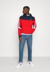 adidas Originals - CLASSICS HOODY - Hoodie - scarle/conavy - 1