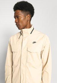 Nike Sportswear - Tunn jacka - grain/black - 4