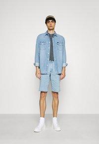 Mustang - WASHINGTON - Denim shorts - denim blue - 1