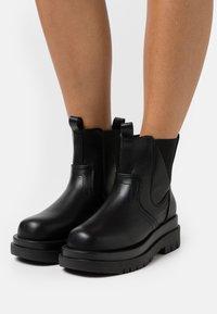 RAID - BRAZEN - Kotníkové boty na platformě - black - 0
