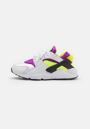 AIR HUARACHE UNISEX - Trainers - white/neon yellow/magenta/black