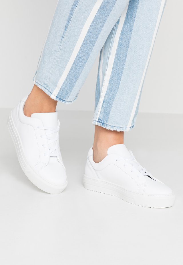 VMANA WIDE FIT - Sneakers laag - snow white
