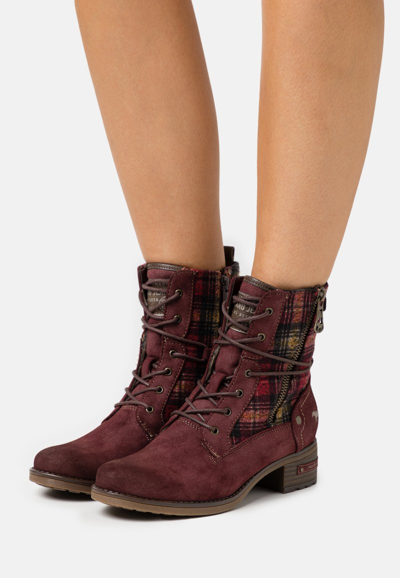 Mustang - Lace-up ankle boots - bordeaux