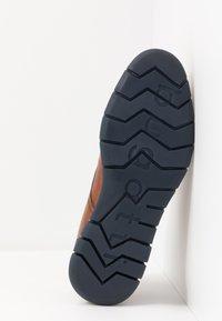 Bugatti - SIMONE COMFORT - Zapatos con cordones - cognac - 4