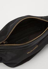 Valentino Bags - CLOONEY  - Bum bag - nero - 2