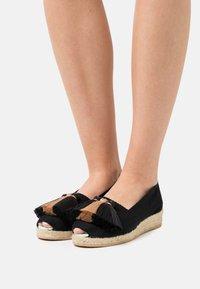 Casa de Vera - Wedge sandals - black/beige - 0