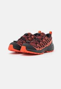 Salomon - XA PRO V8 UNISEX - Trekingové boty - madder brown/black/red orange - 1