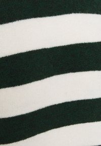 Rich & Royal - Jumper - emerald green - 2