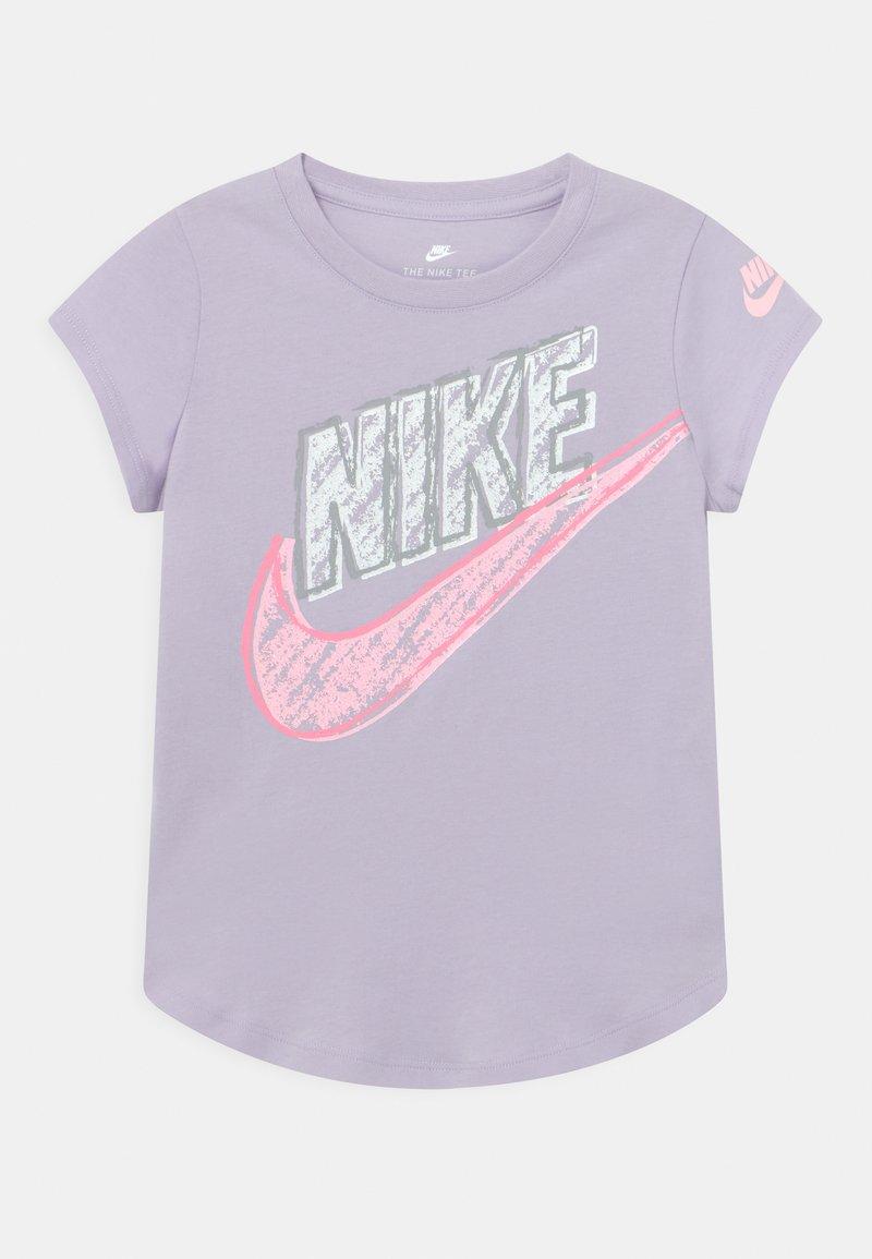 Nike Sportswear - GRAPHIC - Print T-shirt - purple chalk