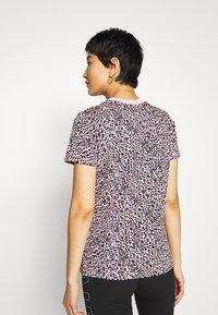 Nike Sportswear - PACK TEE - Print T-shirt - pink - 2