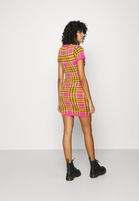 The Ragged Priest - CHECK EYELASH MINI DRESS - Pouzdrové šaty - pink - 2