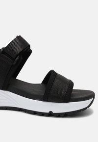 Skechers Sport - UNO - Sandals - black/white - 5