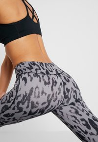 Curare Yogawear - LEGGINGS HIGH WAIST - Legginsy - grey - 4