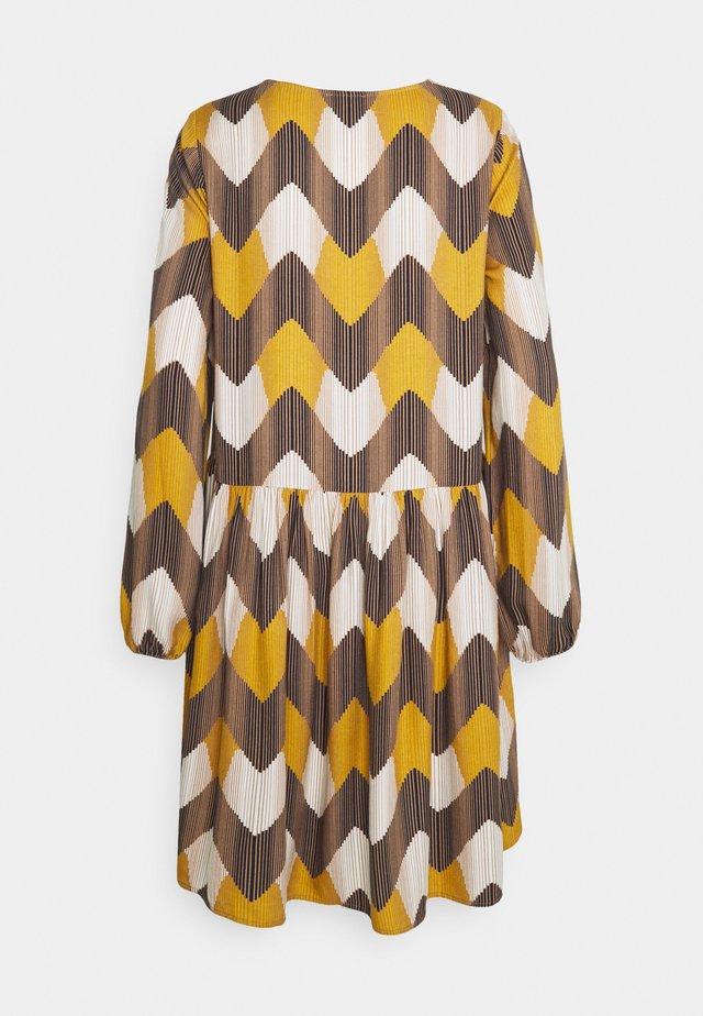 ZIG ZAG VOLANT DRESS - Sukienka letnia - multicolour
