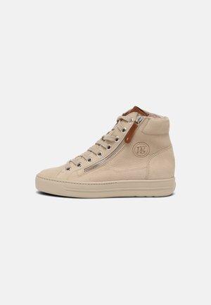 Zapatillas altas - almond/cognac