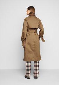 Victoria Victoria Beckham - TIE SLEEVE - Trench - fawn brown - 2