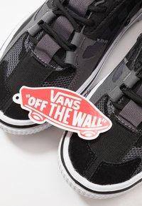 Vans - OVERT CC - Skateskor - black - 5