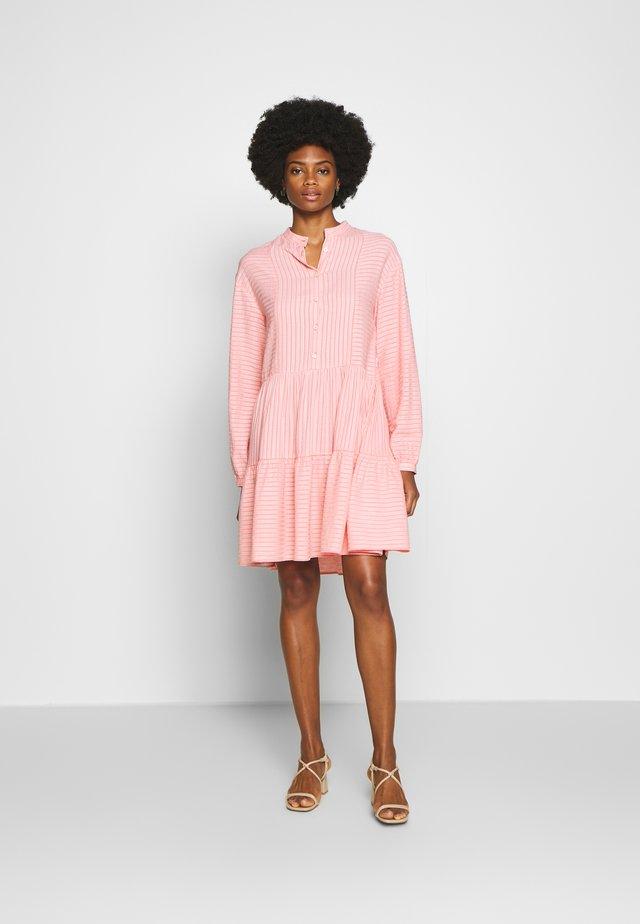 Vestido camisero - soft coral