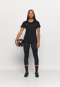 Nike Performance - FRANKREICH FFF ONE - Medias - dark obsidian/university red - 1