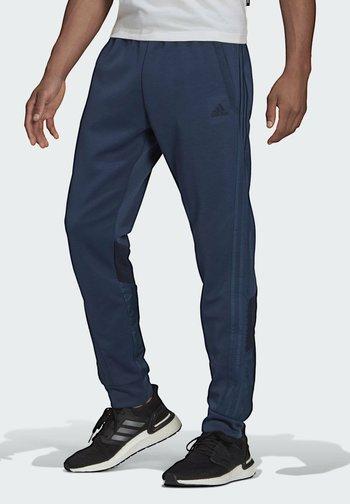 FI Q2 BD MUST HAVES AEROREADY PRIMEGREEN SPORTS REGULAR PANTS - Verryttelyhousut - blue