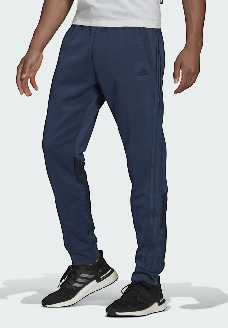adidas Performance - FI Q2 BD MUST HAVES AEROREADY PRIMEGREEN SPORTS REGULAR PANTS - Tracksuit bottoms - blue