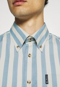 Ben Sherman - CANDY STRIPE - Shirt - riviera blue - 7