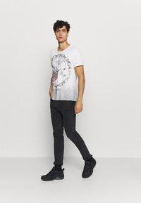 Key Largo - LUCKY ROUND - Print T-shirt - offwhite/anthrazit - 1