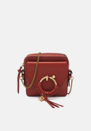 JOAN Joan camera bag - Across body bag - faded red
