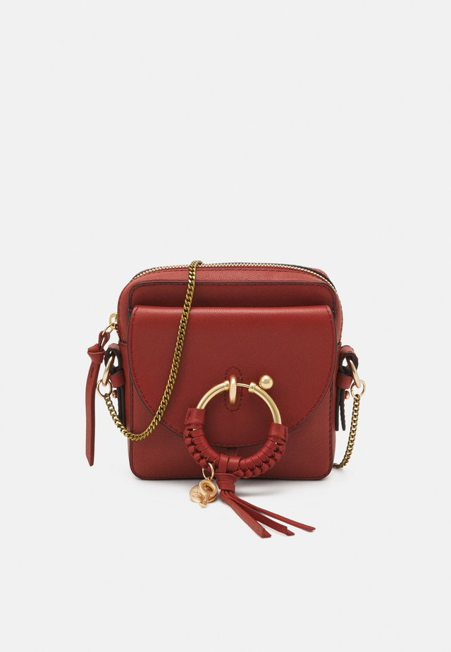 JOAN Joan camera bag - Across body bag - faded red