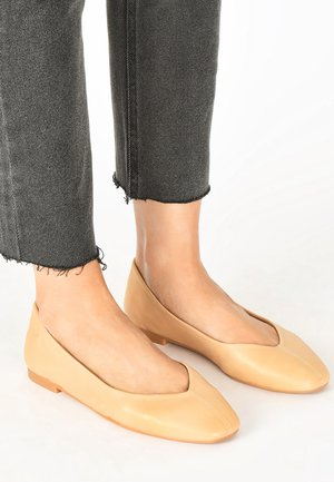 Ballet pumps - scissors scs