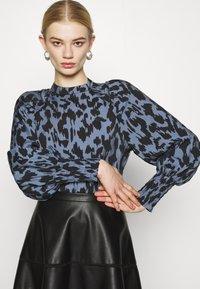 ONLY - ONLKATIE SKATER SKIRT - Mini skirt - black - 3
