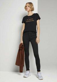 TOM TAILOR DENIM - BASIC EMBRO TEE - Print T-shirt - deep black - 1