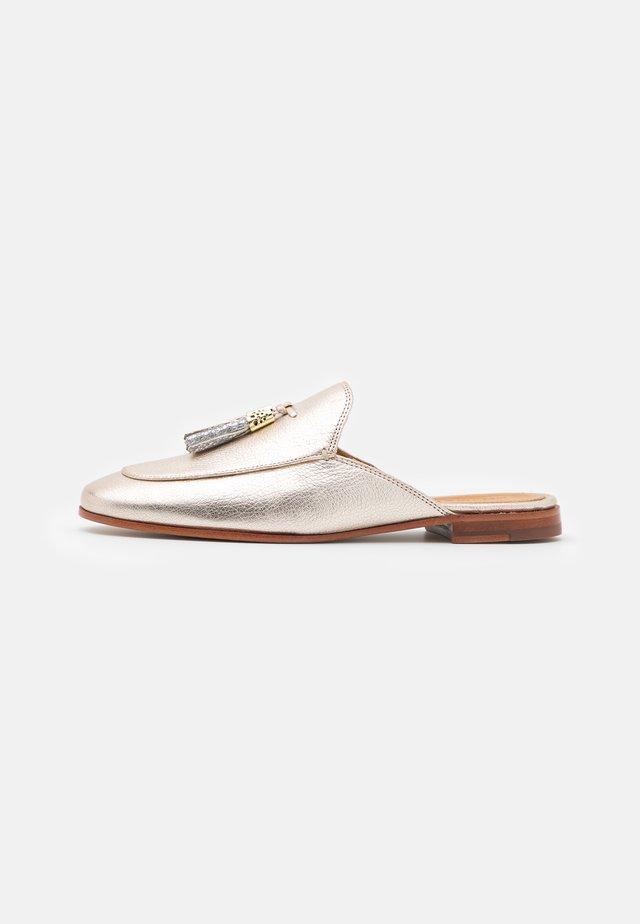 SCARLETT  - Pantofle - cherso bisque