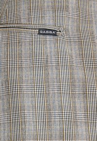 Gabba - PISA CHECK PANT - Trousers - brown - 5