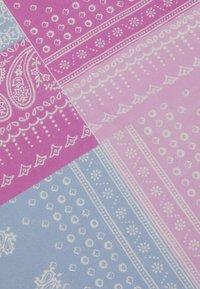 Mennace - HALF HALF PAISLEY PRINT BANDANA UNISEX - Foulard - dusty pink - 2