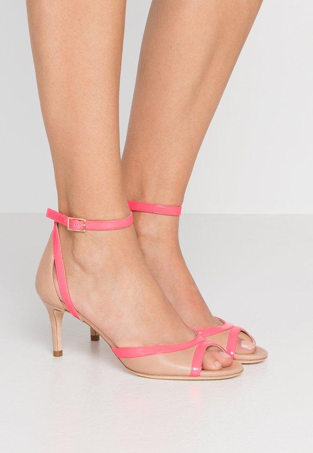 Sandals - desert/fuxia fluo