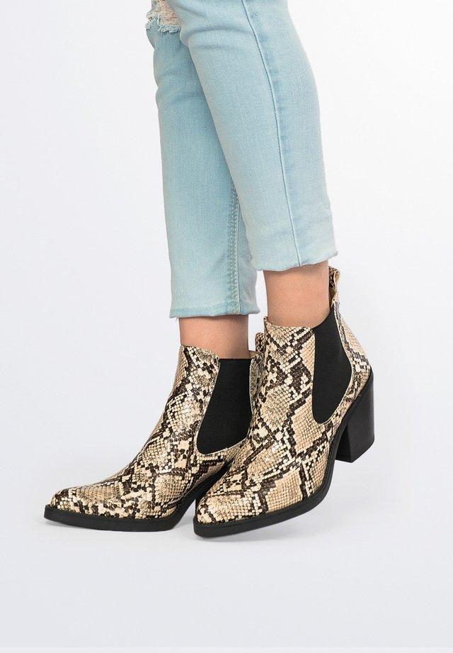 CHELSEA TACÓN PIEL SERPIENTE - Boots à talons - serpiente