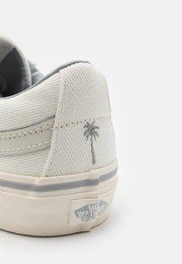 Vans - SK8 REISSUE UNISEX - Skate shoes - leila/white - 5
