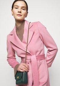 MAX&Co. - SRUN - Krátký kabát - pink - 3