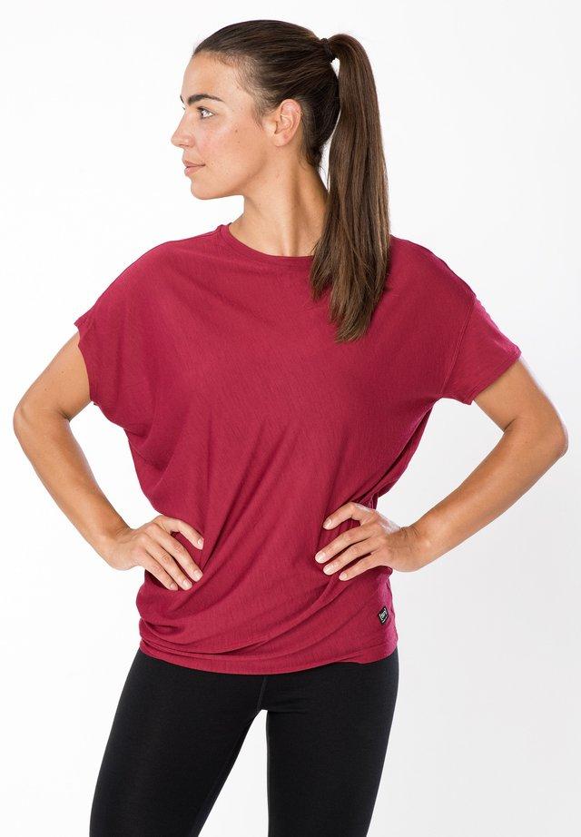 Print T-shirt - rubinrot