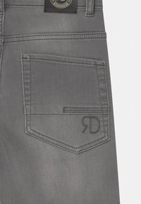 Retour Jeans - LOEK - Jeansshort - light grey denim - 3