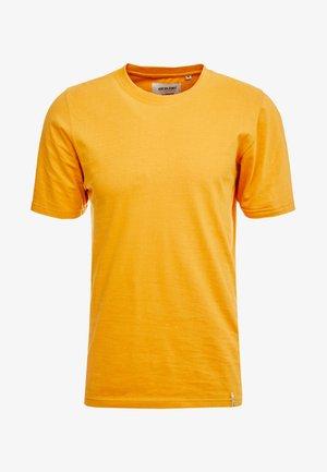 AKROD - Basic T-shirt - inca gold