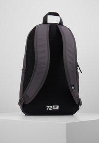 Nike Sportswear - ELEMENTAL UNISEX - Mochila - thunder grey/black - 2