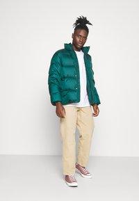 Carhartt WIP - DEARBORN SINGLE KNEE PANT - Pantalones - dusty brown - 1
